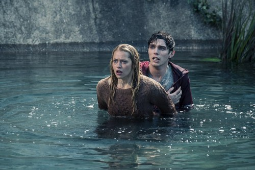 Warm Bodies Movie karatasi la kupamba ukuta called Warm Bodies - R & Julie