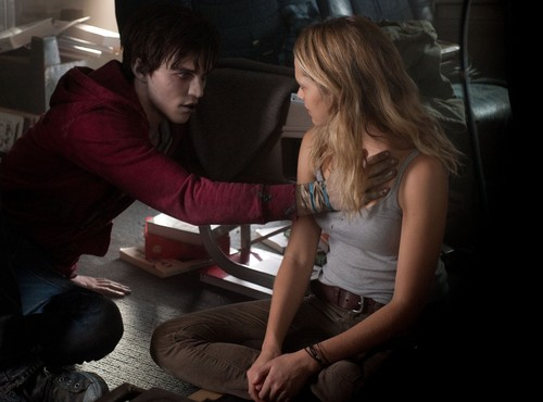 Warm Bodies Movie Обои probably containing a family room, a living room, and a drawing room entitled Warm Bodies - R & Julie
