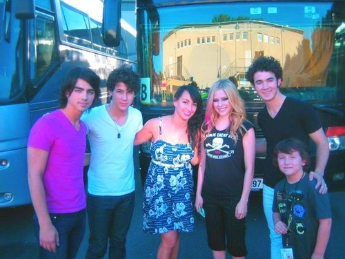 jonas brothers and avril