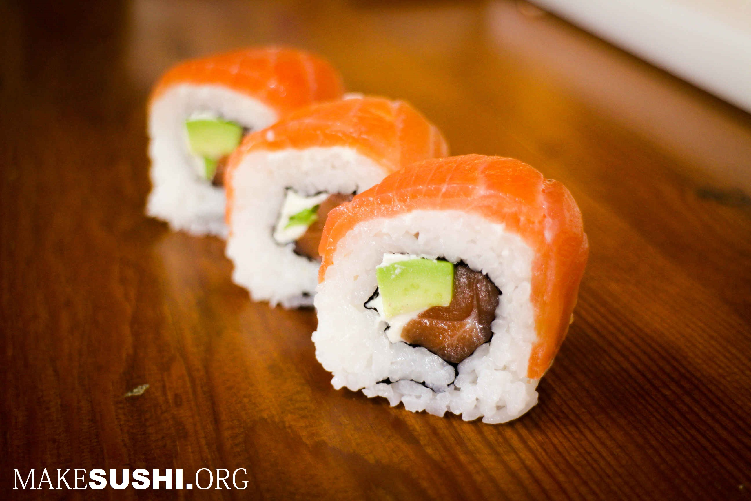 smoked salmon sushi roll - sushi rolls - Sushi Photo (33359534 ...