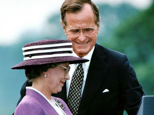 President George H.W. belukar, bush escorts Queen Elizabeth II in 1991