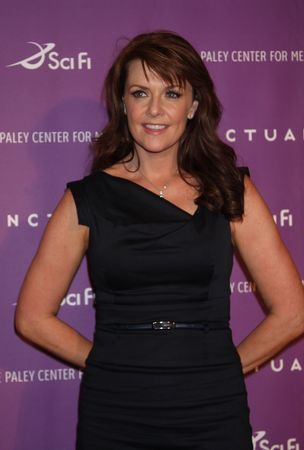 Amanda Tapping achtergrond with a portrait called AmandaT