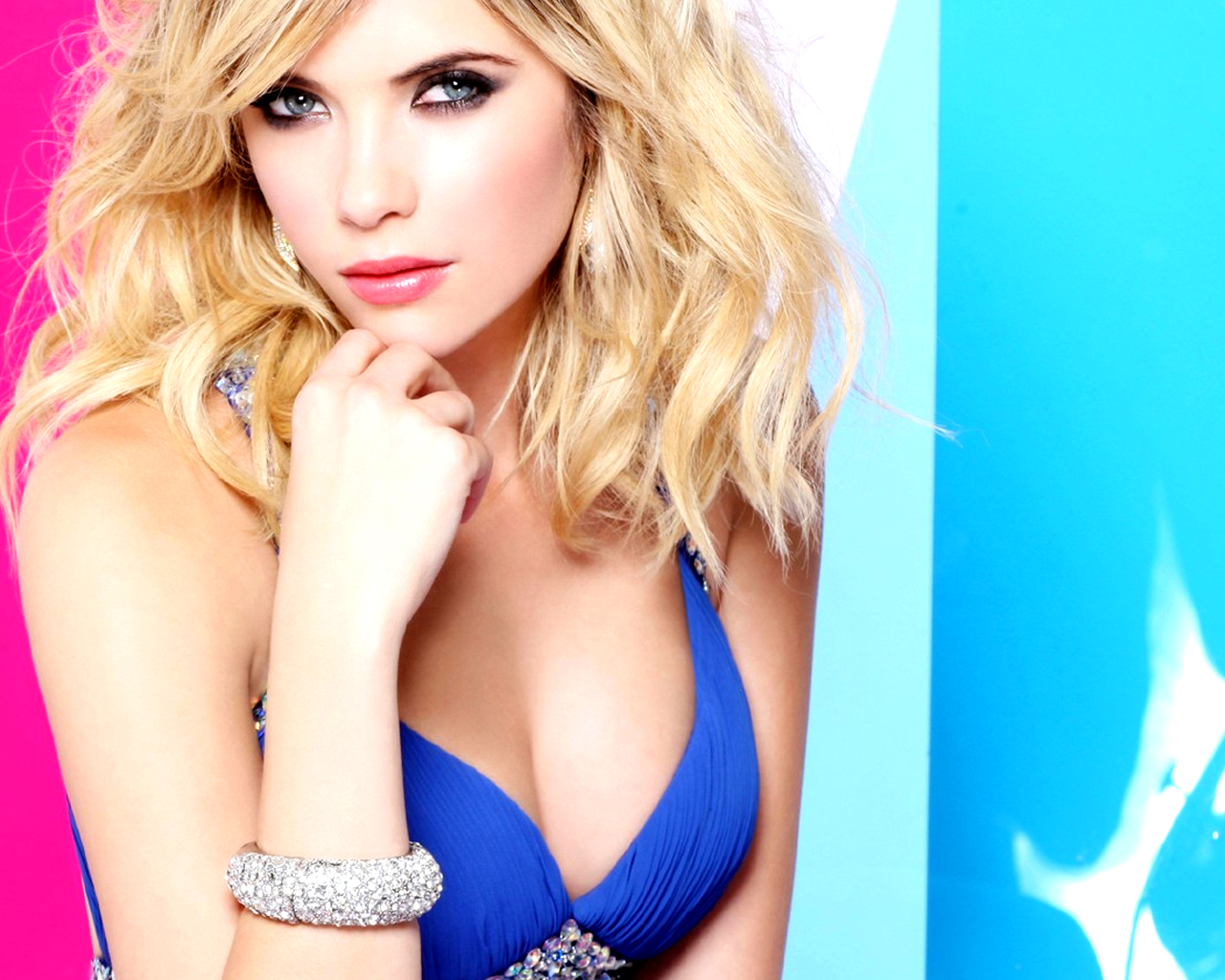 Ashley Benson Ashley BensonAshley Benson