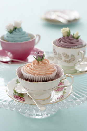 Cupcakes wallpaper possibly containing a cupcake, pancakes, and a frosted layer cake entitled Cupcake