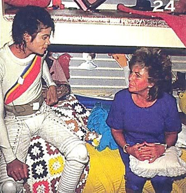 "Elizabeth Visiting Michael On The ""Captain Eo"" Movie Set"