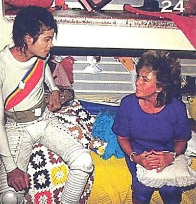"Elizabeth Visiting Michael On The ""Captain Eo"" Movie Set"