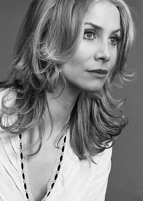 elizabeth mitchell computer hd - photo #28