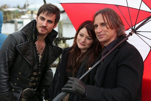 Hook, Belle and emas