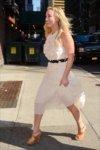 "Kaley visiting ""The Late دکھائیں with David Letterman"""