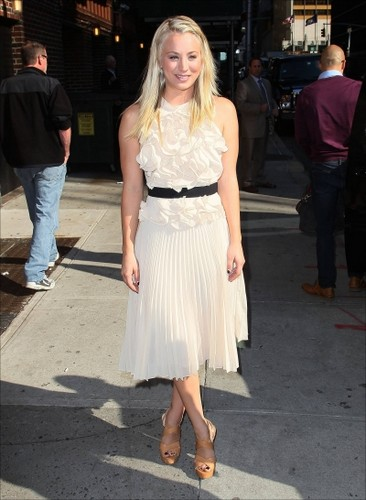 "Kaley visiting ""The Late दिखाना with David Letterman"""
