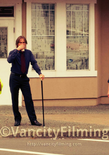 Mr. vàng / Robert playing with his cane ^_^
