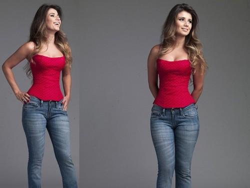 Paula Fernandes faz pose sensual para revista