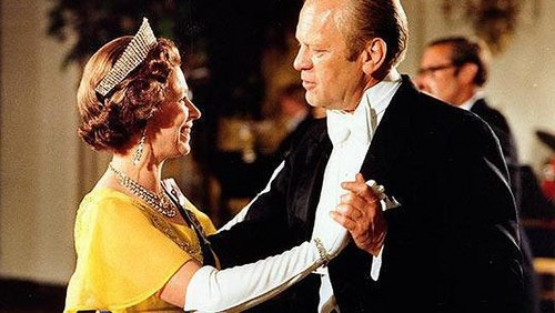 President Gerald R. Ford dances with reyna Elizabeth II at the White House in 1976