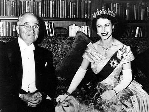 La Regina Elisabetta II wallpaper containing a business suit and a Leggere room titled Princess Elizabeth and President Harry S. Truman in the Canadian Embassy in Washington in 1951