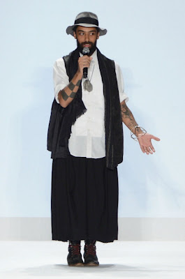 Project runway, start-und landebahn Hintergrund with a well dressed person entitled Project runway, start-und landebahn Season 10 Finale Collections: Fabio Costa