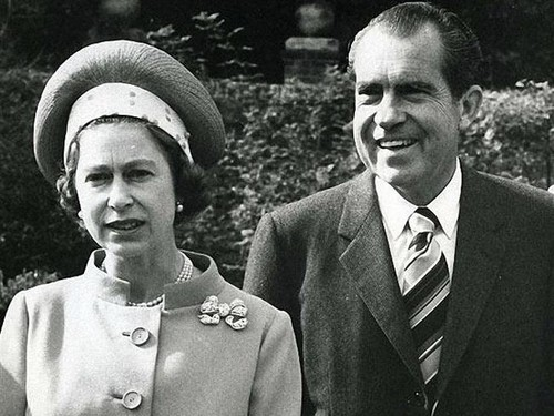 퀸 Elizabeth with President Richard Nixon at Chequers, Buckinghamshire, in 1970