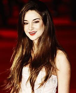 Shailene Woodley fondo de pantalla probably with a portrait called Shai♥