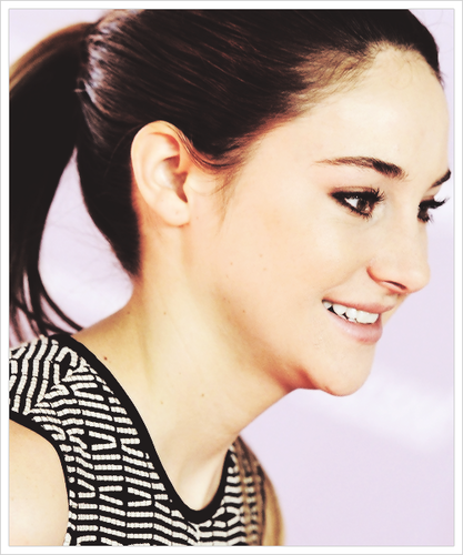 Shailene Woodley wallpaper containing a portrait titled Shai♥