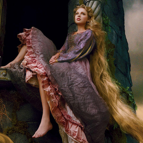 Taylor snel, swift Stuns As Rapunzel in New Disney Ad