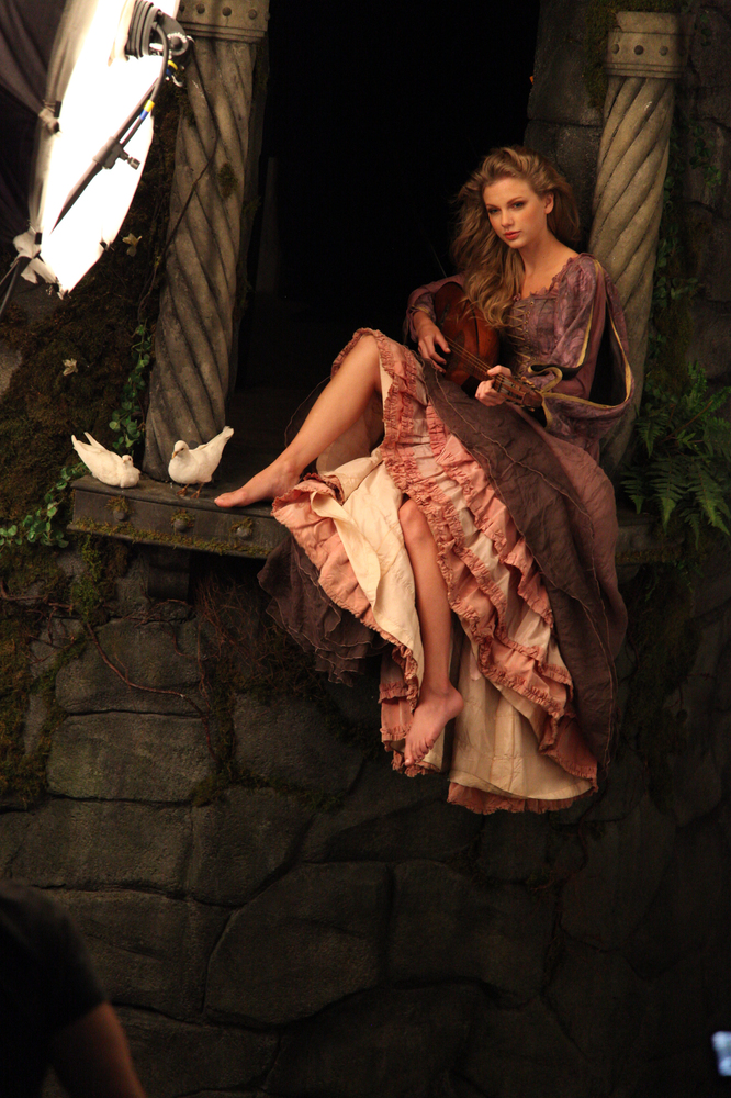 Taylor schnell, swift as Rapunzel Behind the Scenes