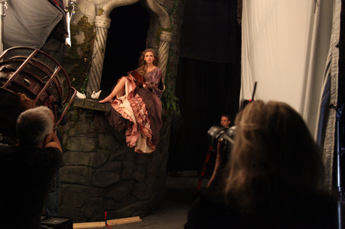 Taylor সত্বর as Rapunzel Behind the Scenes