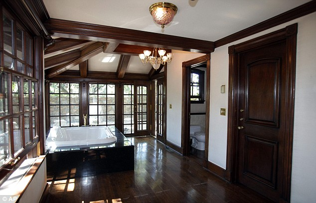 The Master Bathroom At Neverland Ranch