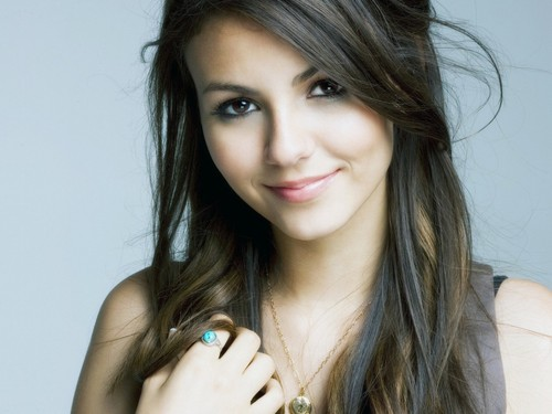 Victoria Justice wallpaper containing a portrait entitled Victoria Justice Wallpaper