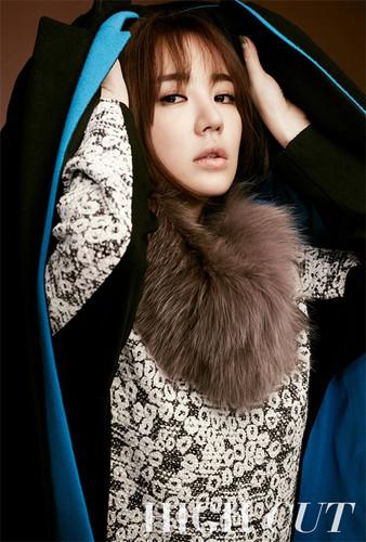 DARA 2NE1 Hintergrund possibly containing a mantel entitled yoon eun hye missing Du high cut