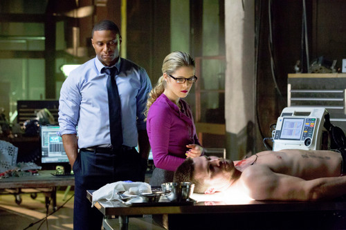 Oliver & Felicity fond d'écran with a brasserie entitled 1x14 The Odyssey