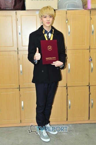 एक्सो @Sehun's Graduation Ceremony.