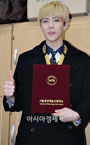 এক্সো @Sehun's Graduation Ceremony.