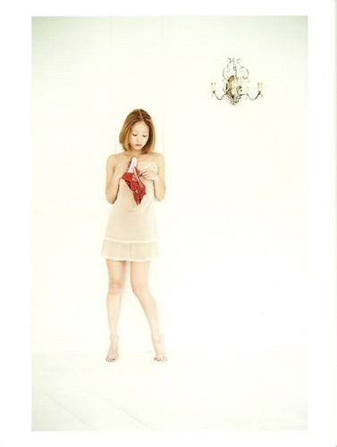 [SCANS] chercher (Chiaki Ito's 1st Photobook)
