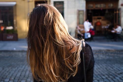 фото девушек со спины русоволосых