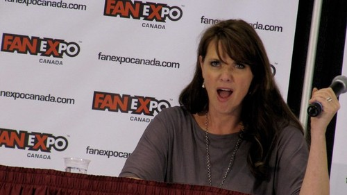 Amanda Tapping achtergrond titled AT at fan Expo 2012