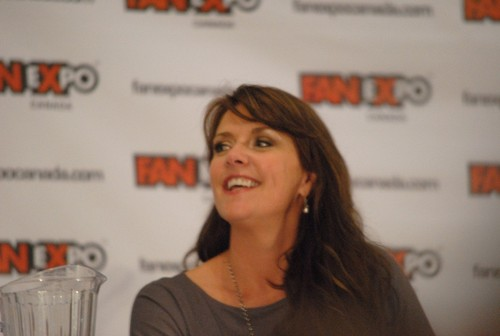 Amanda Tapping Hintergrund probably with a portrait titled AT at Fan Expo 2012