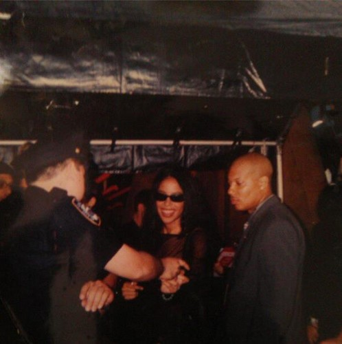 Aaliyah achtergrond probably containing a business suit and a concert called Aaliyah *very rare*