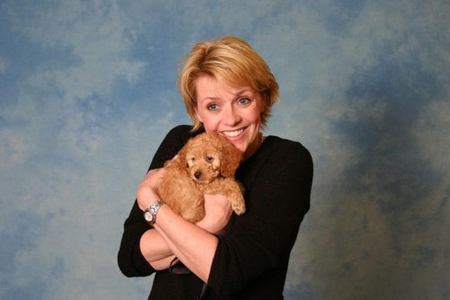Amanda Tapping Hintergrund entitled Blonde Amanda