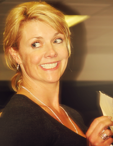 Amanda Tapping wallpaper titled Blonde Amanda