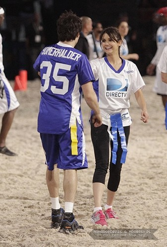 Celebrity 海滩 Bowl 2013