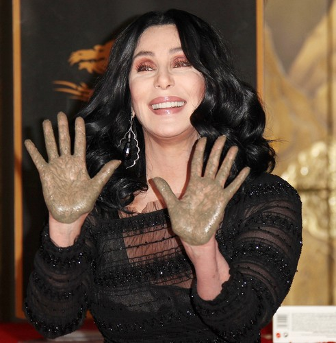 Cher দেওয়ালপত্র entitled Cher's Hand & Footprints Ceremony held the Chinese theatre