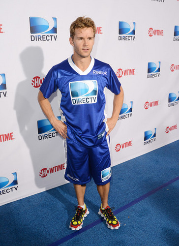DIRECTV'S Seventh Annual Celebrity spiaggia Bowl - Arrivals
