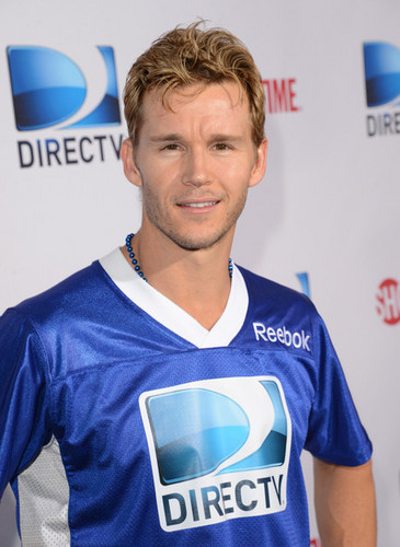 DIRECTV'S Seventh Annual Celebrity pantai Bowl - Arrivals