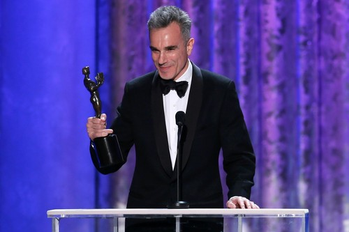 Daniel Day-Lewis wallpaper probably containing a business suit called Daniel Day-Lewis SAG Awards 2013