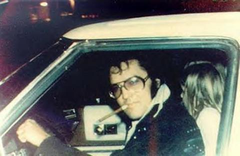 Elvis Aaron Presley and Lisa Marie Presley wallpaper containing an automobile called Elvis & Lisa