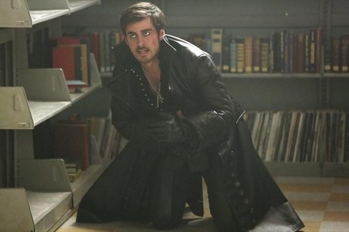 Once Upon A Time fond d'écran with a bookshop, a library, and an athenaeum called Episode 2.14 - Manhattan - Promo photos
