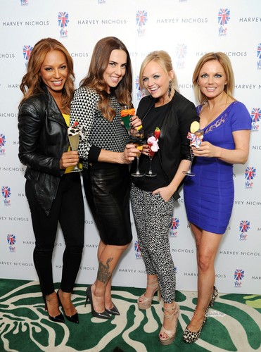 Feb. 5th - London - Emma, Melanie C, Geri, Mel B, Judy and Jennifer at Harvey Nichols