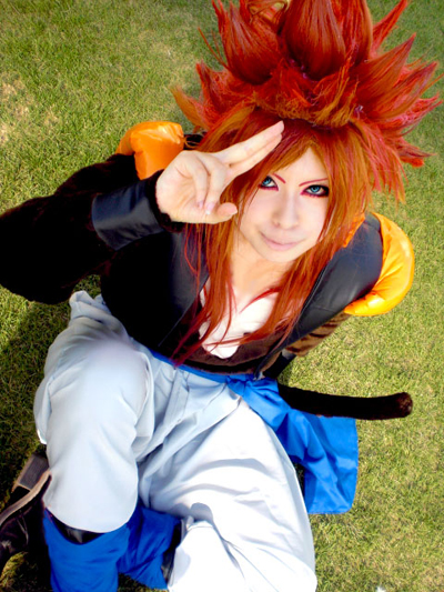 Le jeu du cosplay - Page 16 Gogeta-ssj4-cosplay-dragon-ball-all-fusion-33549966-400-533