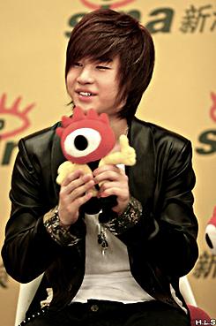 Henry Lau of Suju m!! wolpeyper entitled Henry