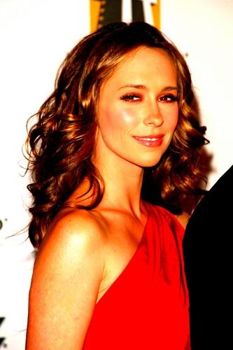 Jennifer upendo Hewitt :)