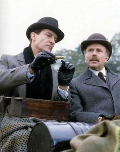 Sherlock Holmes 바탕화면 containing a green beret, 연대 복, 연대, regimentals, and a 라이플 총병, 라이플 맨, 라이플 총 병 called Jeremy Brett